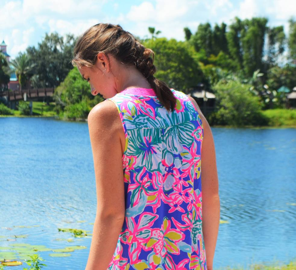 lilly pulitzer blythe dress casa azul gold sandals french braid how to dress how to style wear swing dress shift disney world florida caribbean beach resort summer