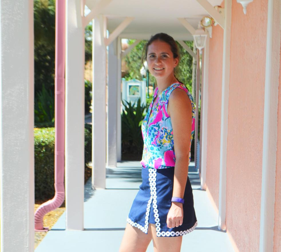 how to wear how to style lilly pulitzer essie top shirt magenta hottie floral bright lenore skort navy white skirt preppy style classic florida disney world caribbean beach resort