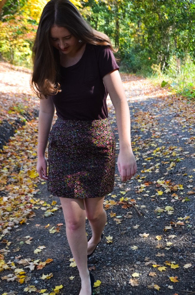 floral fall skirt burgundy plum t-shirt basic t shirt tee black flats pointed shoes outfit of the day ootd professional work nice j. crew h&m LOFT