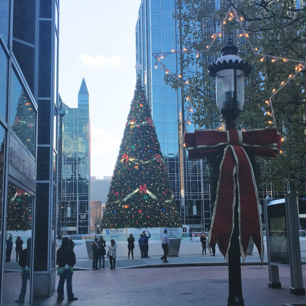 best top tips stress-free stress less christmas holiday season holidays new year's eve market square pittsburgh ppg place ice skating rink momentsofamermaid moments of a mermaid december how to have a stress-free holiday